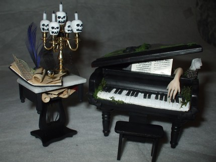 Halloween Piano Dollhouse